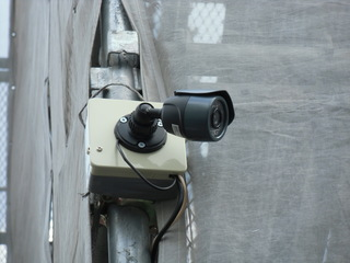 防犯カメラを外壁工事中のマンション足場にレンタルで設置