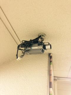 名古屋市営地下鉄久屋大通駅の出入り口に設置された防犯カメラの交換作業