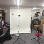倉庫で防犯カメラのカタログ用写真撮影